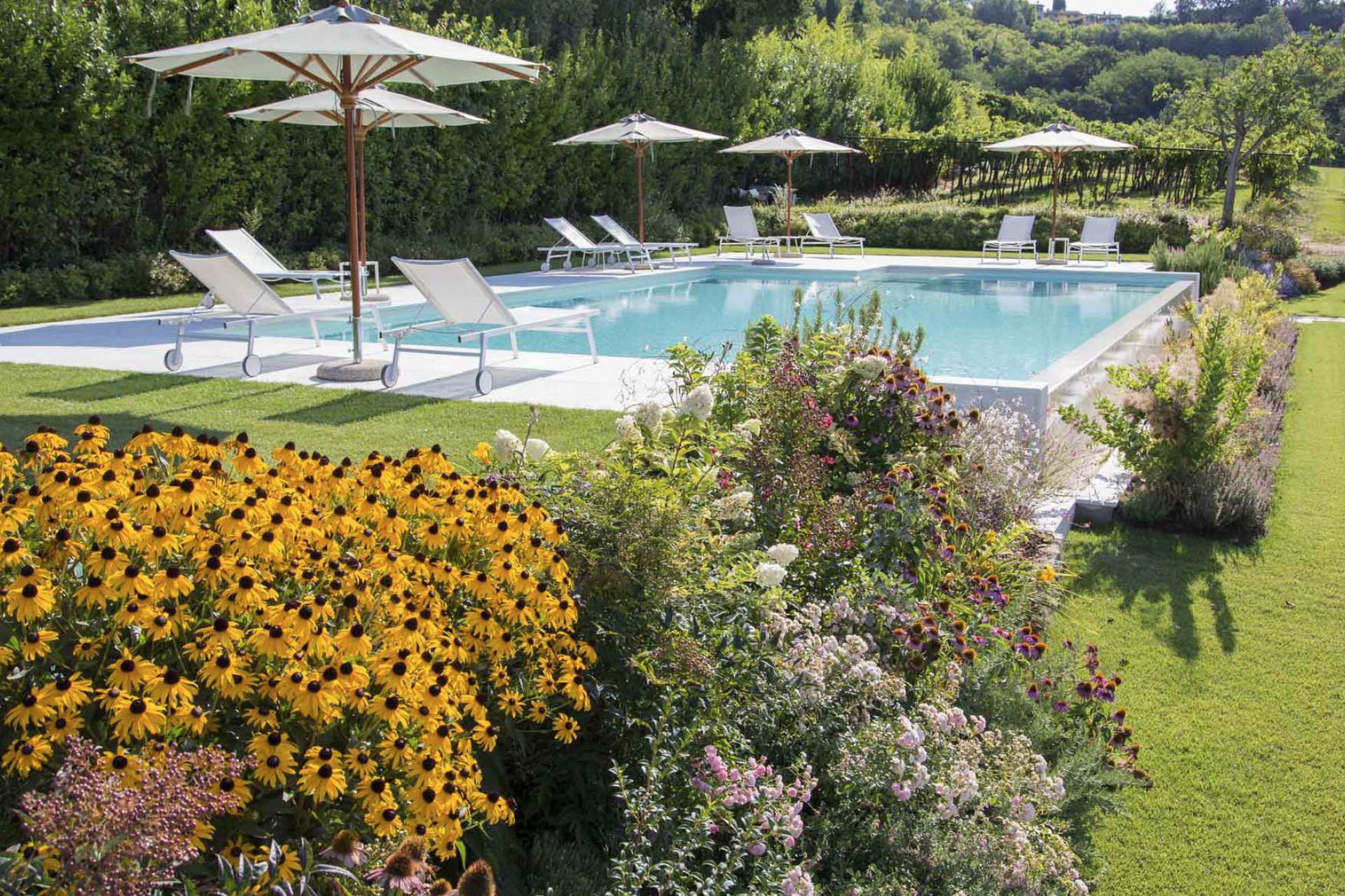 Agriturismo Lago di Como e lago di Garda Accogliente agriturismo con vista sul Lago di Garda