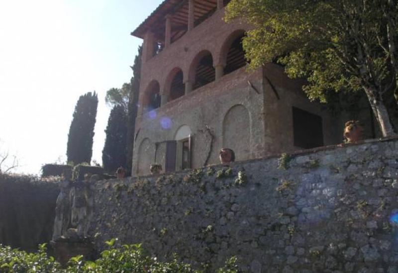 Agriturismo Toscana Agriturismo autentico vicino a Siena che produce olio e vino