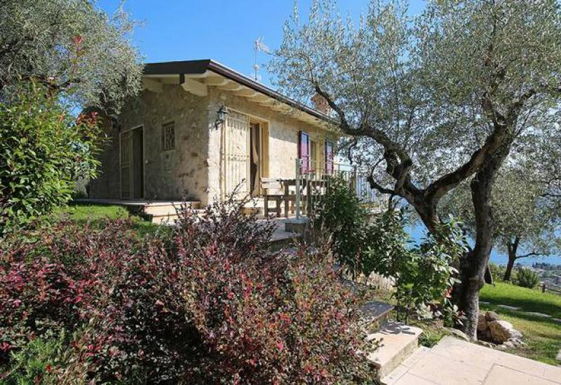 Agriturismo Lago di Como e lago di Garda Bella casa di campagna con piscina e vista lago di Garda