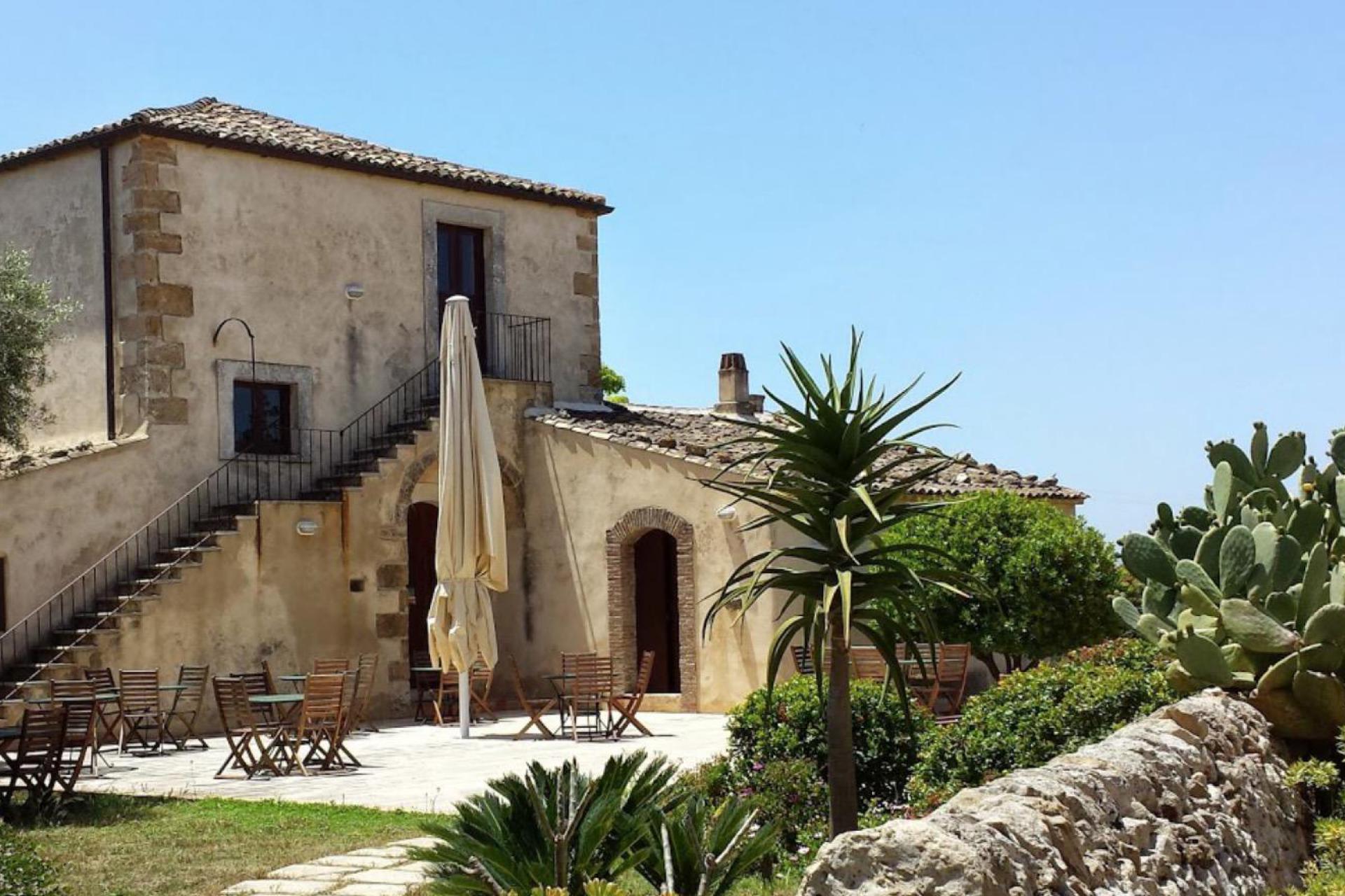 Agriturismo Sicilia Comodo agriturismo in Sicilia con ristorante