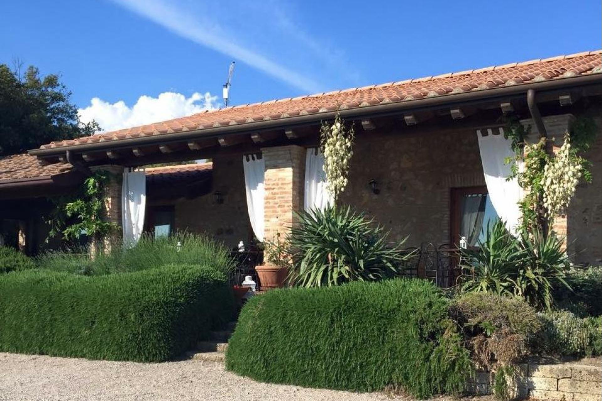 Agriturismo Toscana Piccola fattoria biologica nelle colline toscane