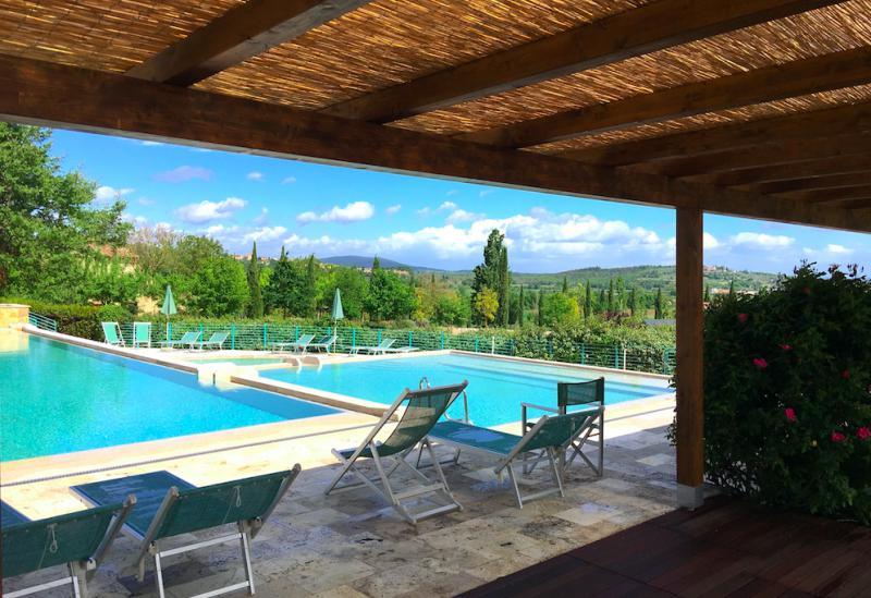 Resort di campagna in Toscana con ristorante e bella piscina
