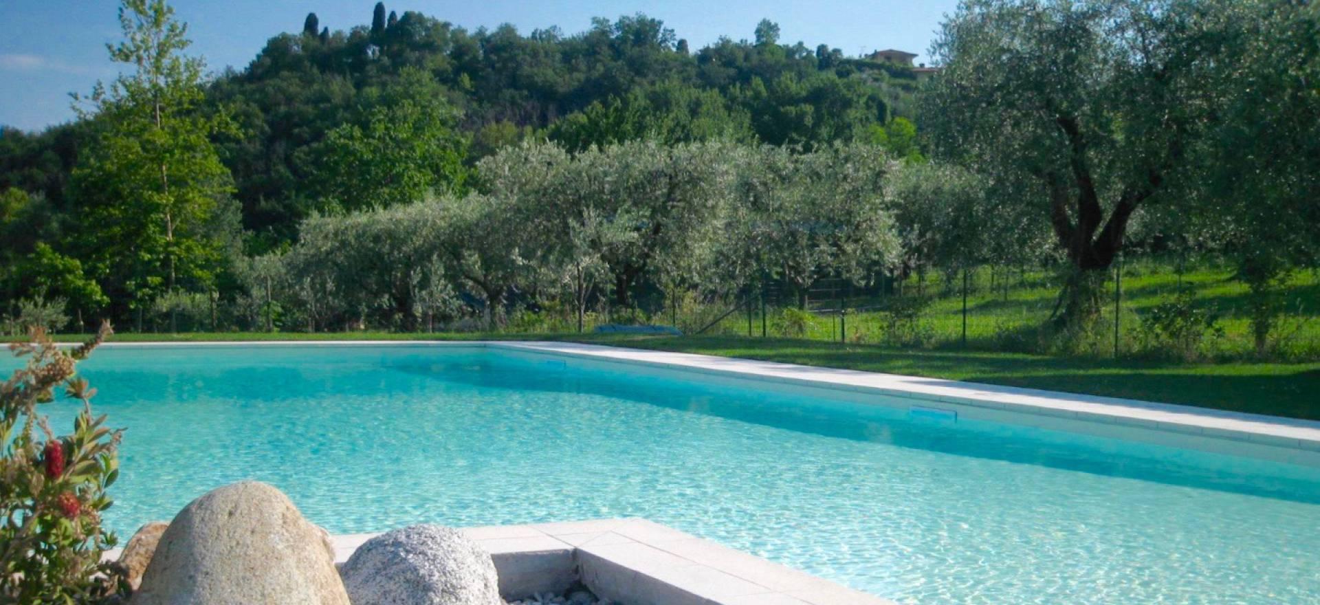 Agriturismo Lago di Como e lago di Garda Accogliente Agriturismo tra gli ulivi vicino al lago di Garda