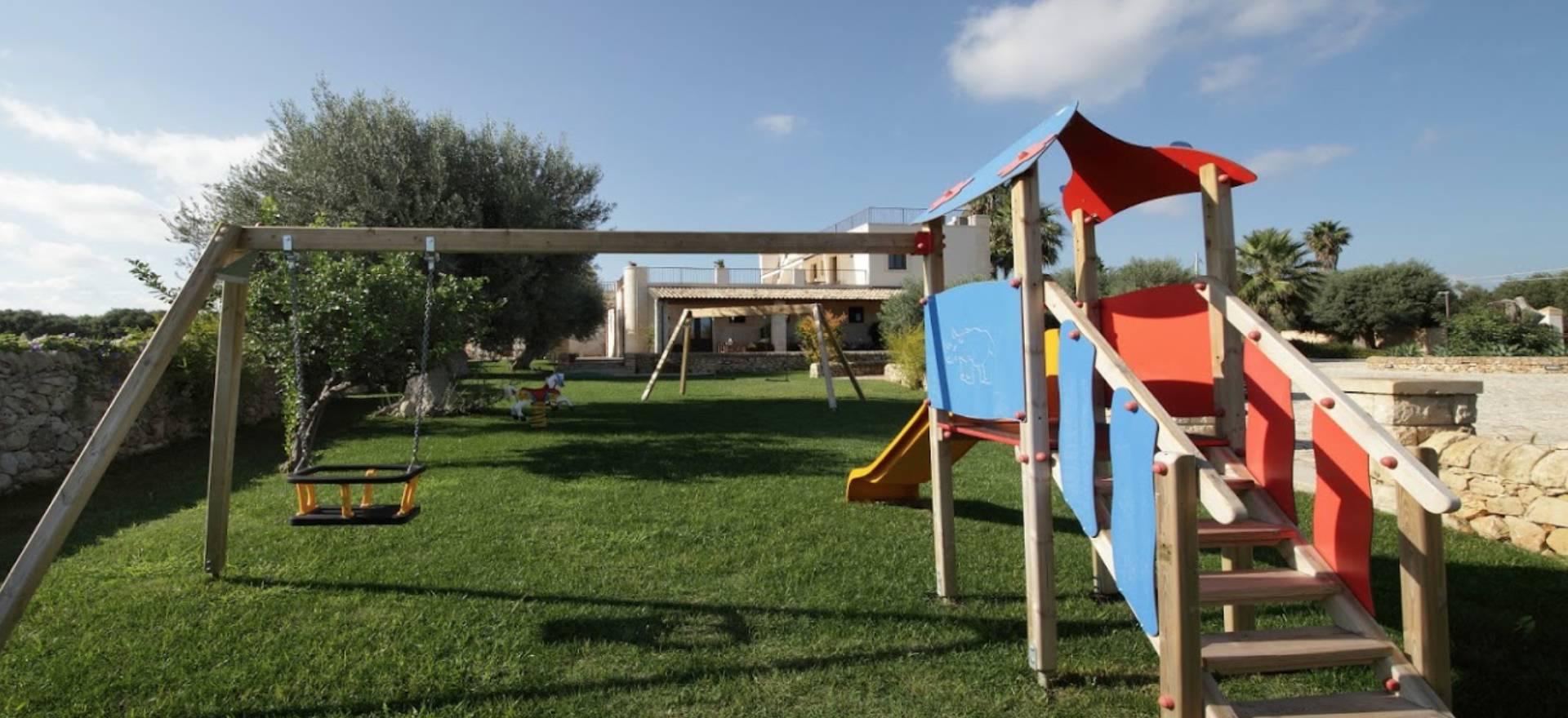 Agriturismo Sicilia Agriturismo con grande piscina vicino alla spiaggia