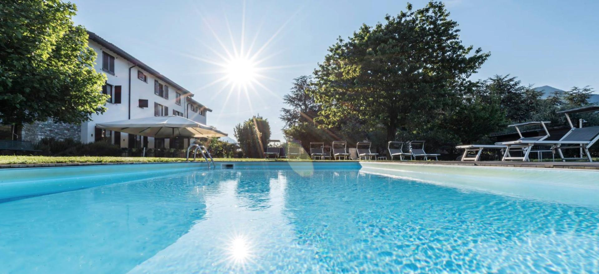 Agriturismo Lago di Como e lago di Garda Agriturismo elegante a pochi passi dal lago di Como