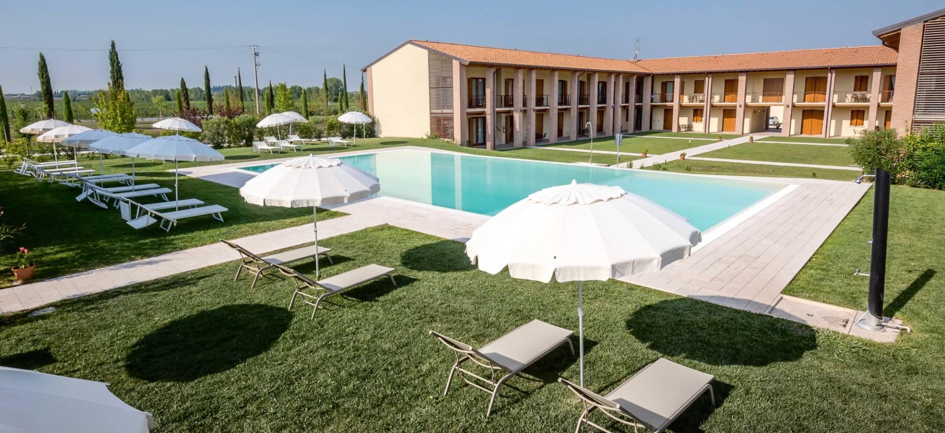 Agriturismo Lago di Como e lago di Garda Agriturismo per famiglie lago di Garda, grande piscina