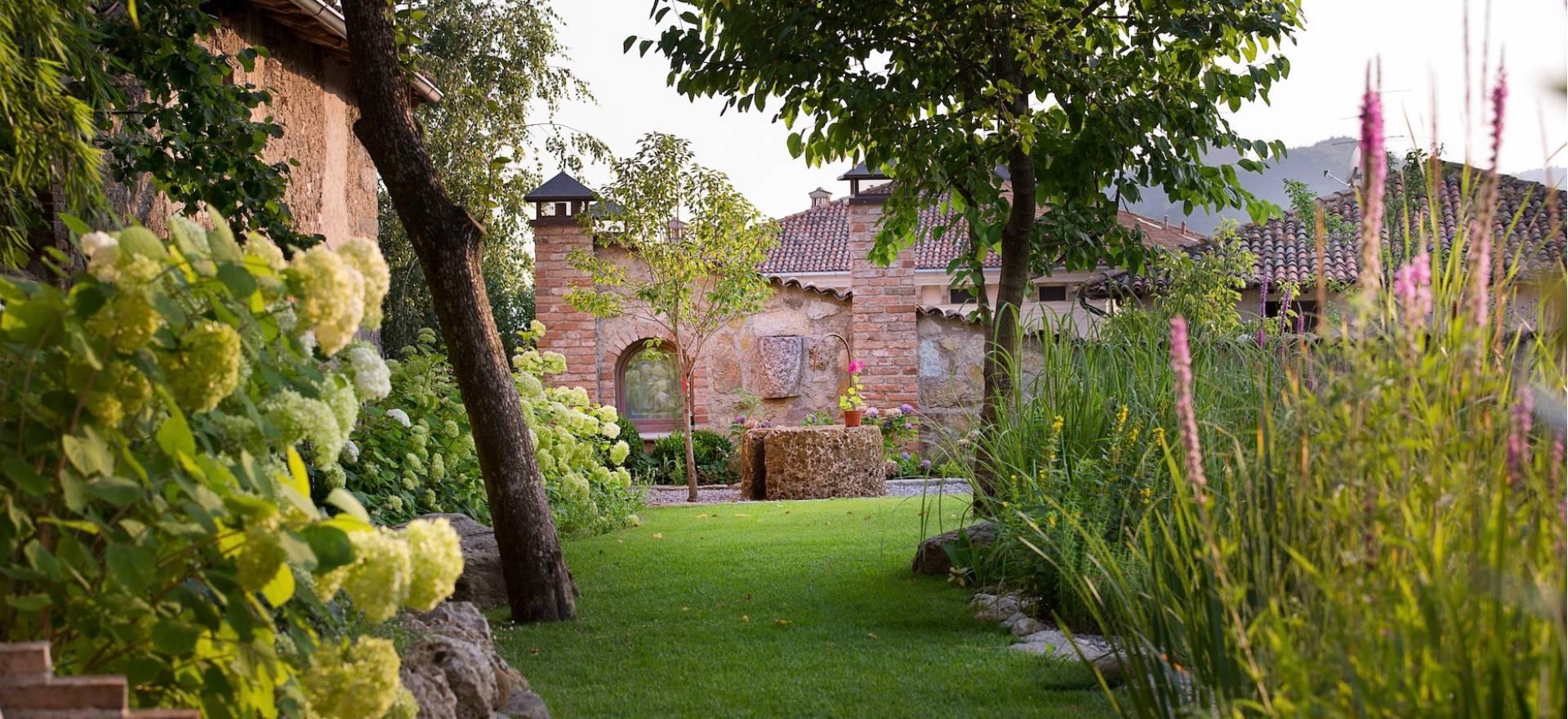 Agriturismo Lago di Como e lago di Garda Hotel di campagna lago di Garda, lussuosa oasi di pace