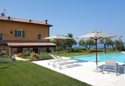 Accogliente agriturismo con vista sul Lago di Garda