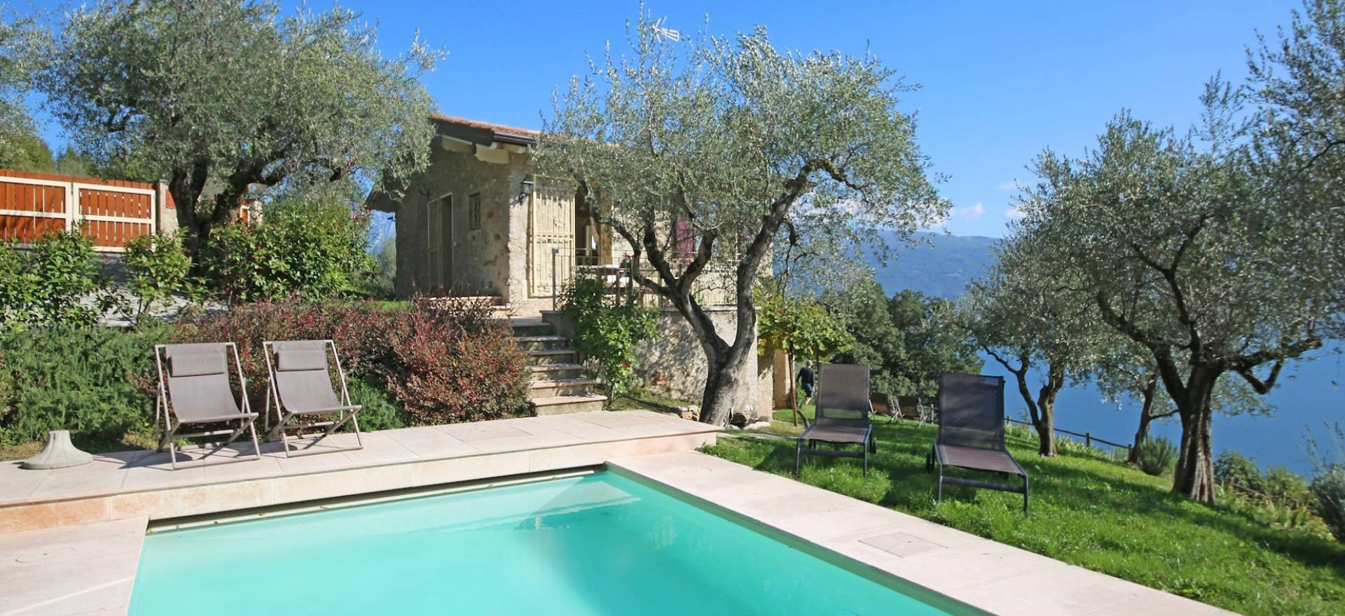 Bella casa di campagna con piscina e vista lago di garda - Casa vista lago garda ...